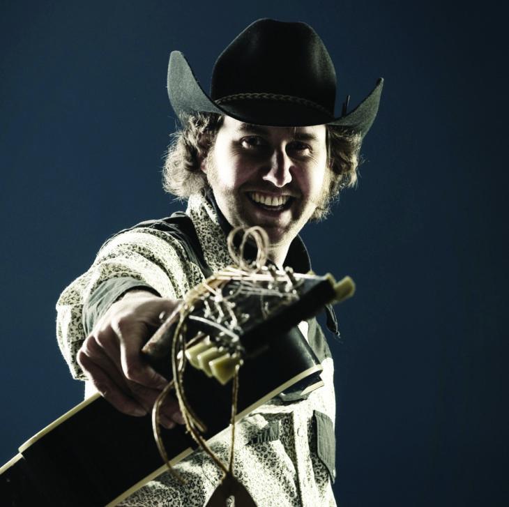 Tim Hus pointing guitar